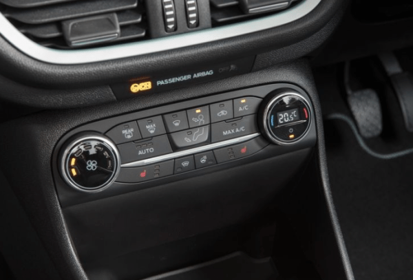 2018 Ford Fiesta 1.0T interior controls review