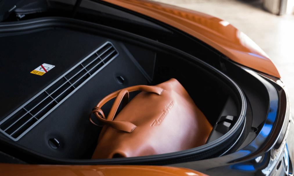 2019 BMW i8 Cargo View