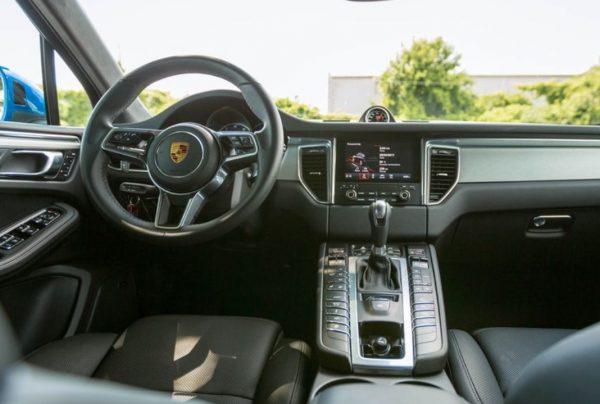 2018 Porsche Macan Turbo steering dashboard review