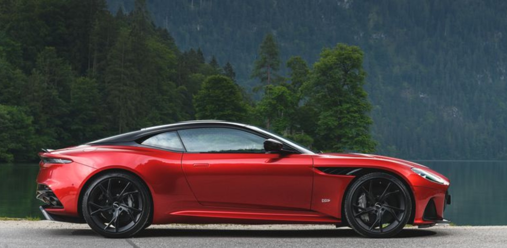 2019 Aston Martin DBS Superleggera Side View