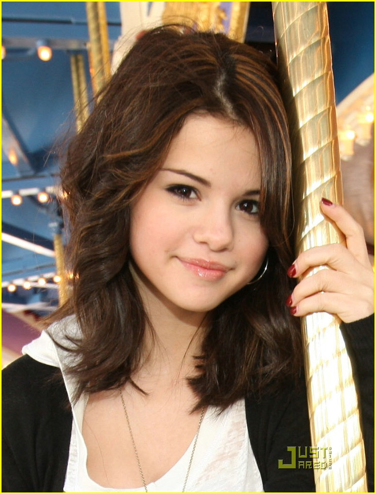 16 Most Adorable Selena Gomez Hairstyles Icluding Her