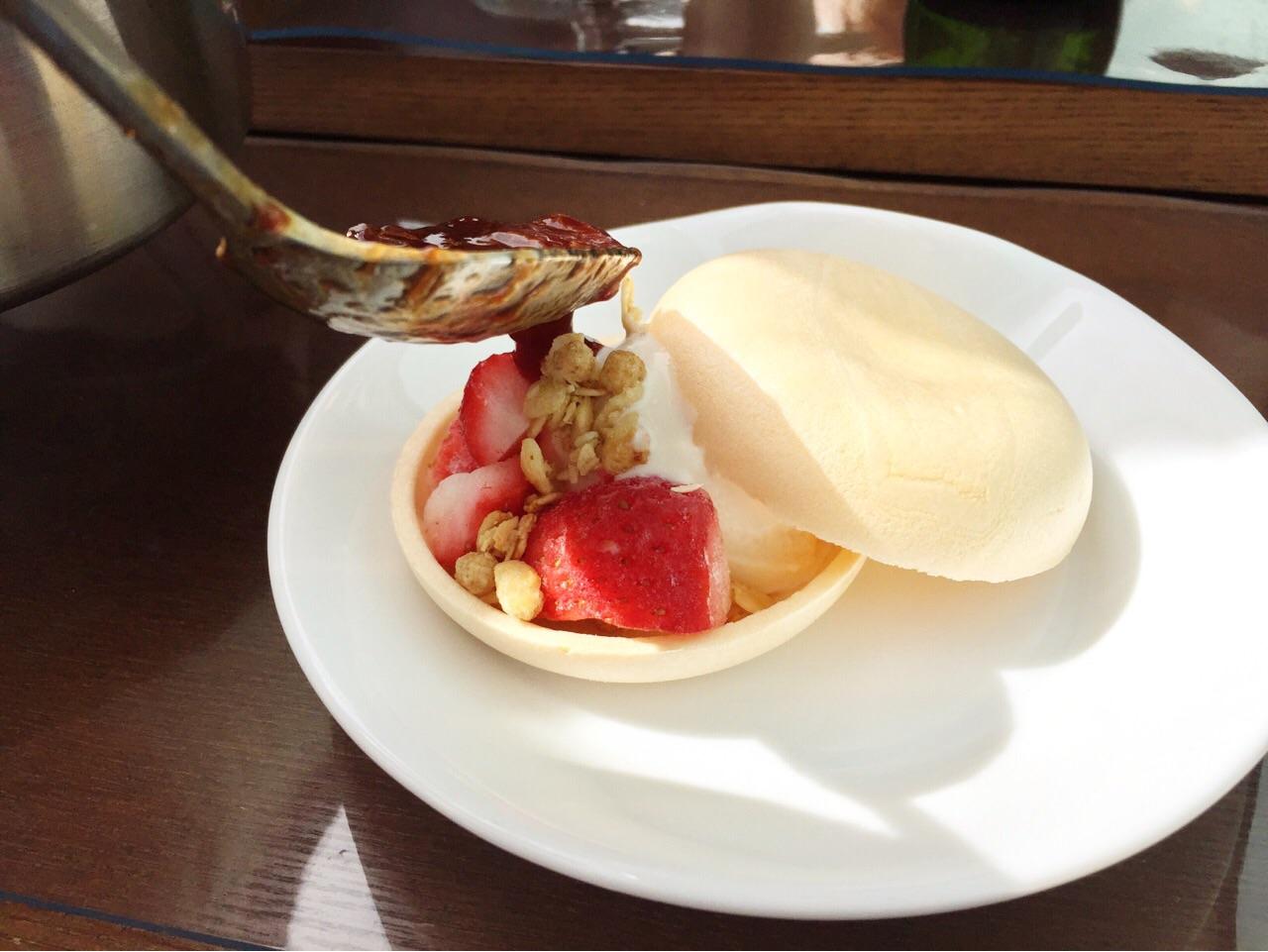 旬のイチゴを活かしたデザート
