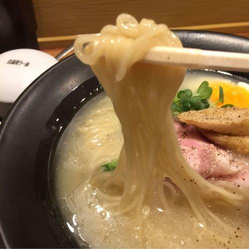 赤鶏白湯らぁめん麺