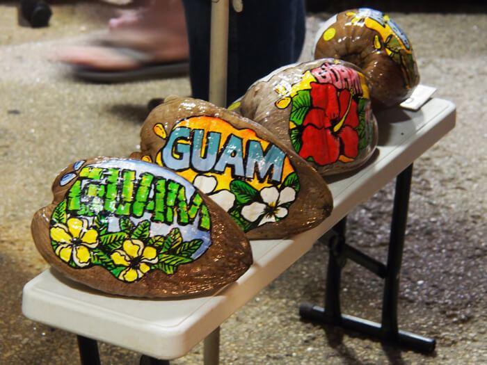 グアムのペイントココナッツ