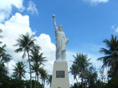 グアムパセオ公園の自由の女神像