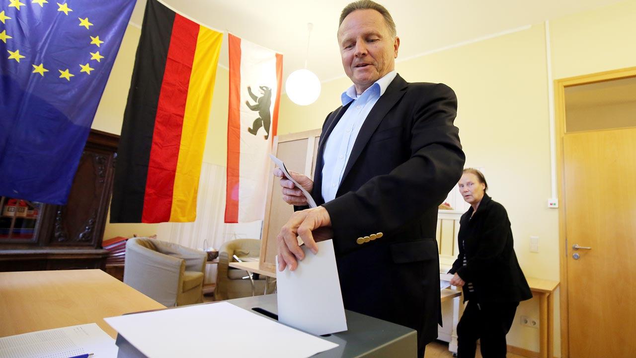 000 G950R - Students reject economics professor who set up far-right German party