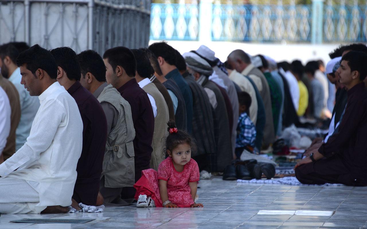 NNN: Los afganos comenzaron el viernes a celebrar Eid al-Adha, el Festival Anual del Sacrificio, asistiendo a oraciones mientras los talibanes y las fuerzas de seguridad del gobierno observaban un alto el fuego de tres días durante los días de Eid. Los fieles afganos ofrecieron oraciones en las grandes mezquitas de todo el país mientras […]