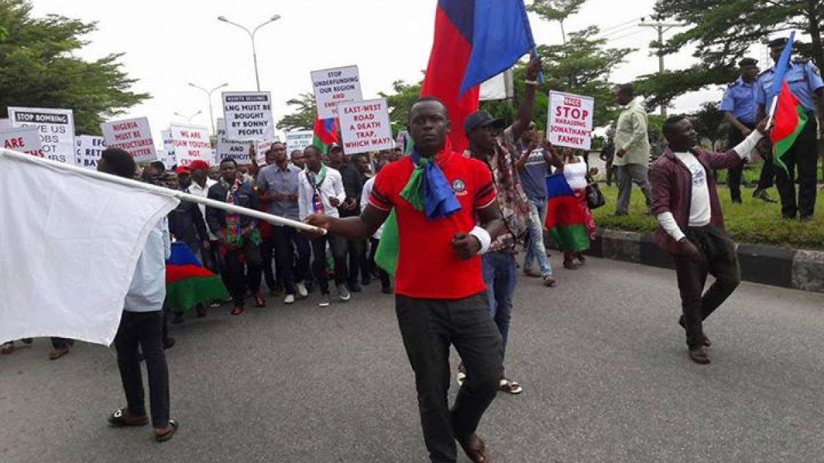 The Central Zone Of Ijaw Youth Council (iyc) Has Locked Down Seven Petrol Filling Stations In Yenagoa For Allegedly Not Adjusting To The N125 Pump Price. The Youth Visited Many Filling Stations In Yenagoa And Locked Down The Affected Stations. Nan Recalls That The Federal Government H