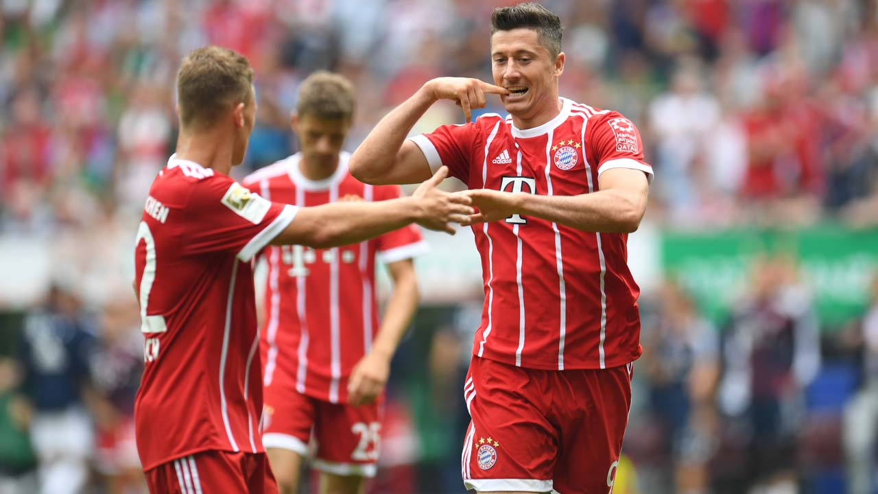 Bayern 1 - Augsburg's Finnbogason nets stoppage-time equaliser to shock Bayern