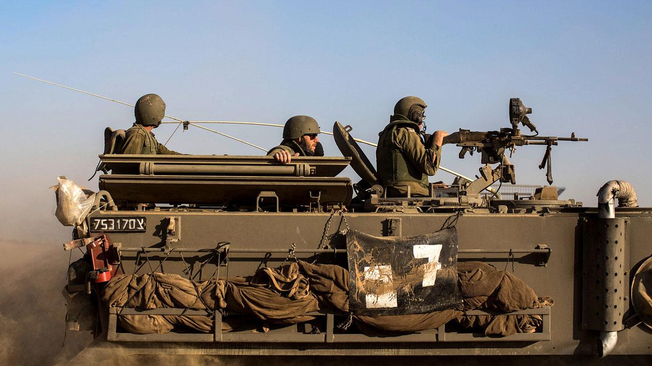 """NNN: Les Forces de défense israéliennes (FDI) ont déclaré lundi qu'elles avaient ouvert le feu et touché un groupe de «terroristes» qui tentaient de placer un engin explosif près de la barrière de sécurité entre Israël et la Syrie. L'armée a déclaré qu'elle «avait contrecarré une tentative de 4 terroristes» de placer les explosifs. """"Nos […]"""