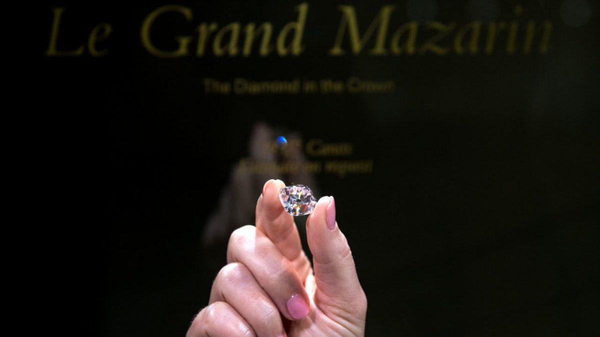 000 UA0HX e1510739263685 - Largest Auctioned Diamond Sold For Record $34 Million