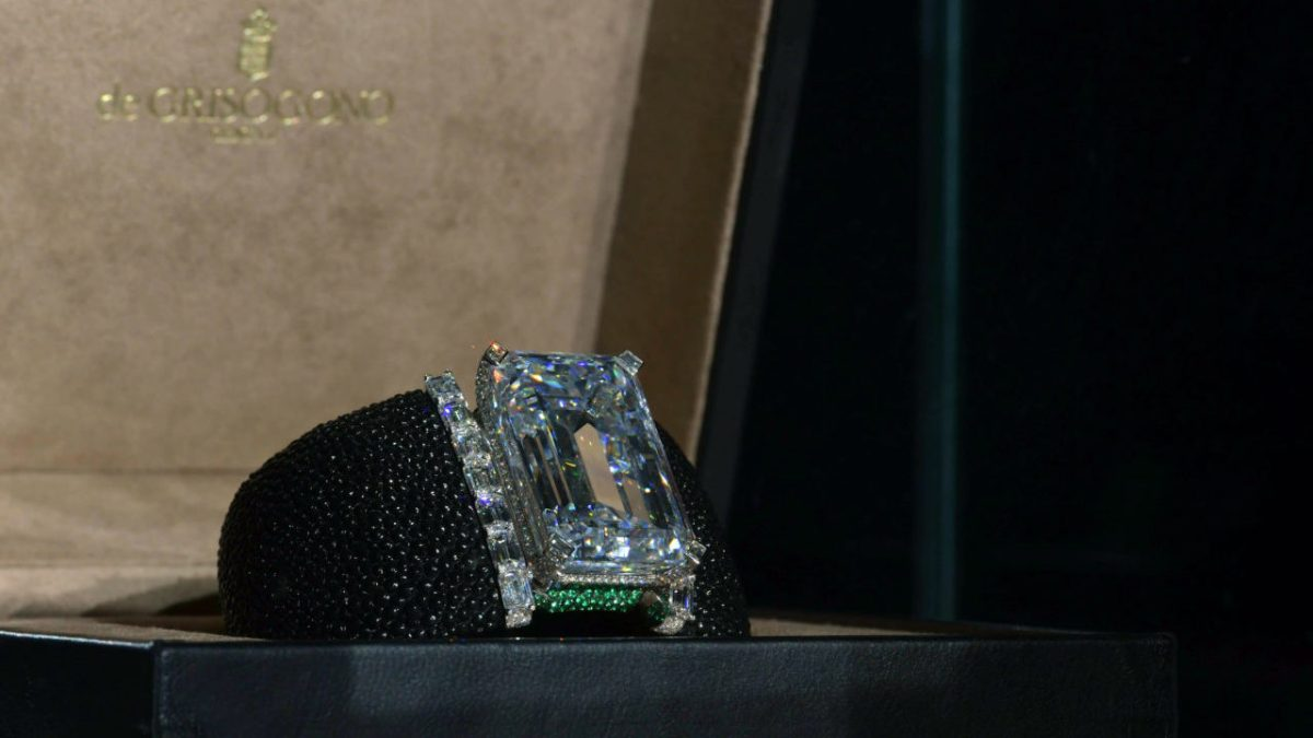 000 UA0I2 e1510739444458 - Largest Auctioned Diamond Sold For Record $34 Million