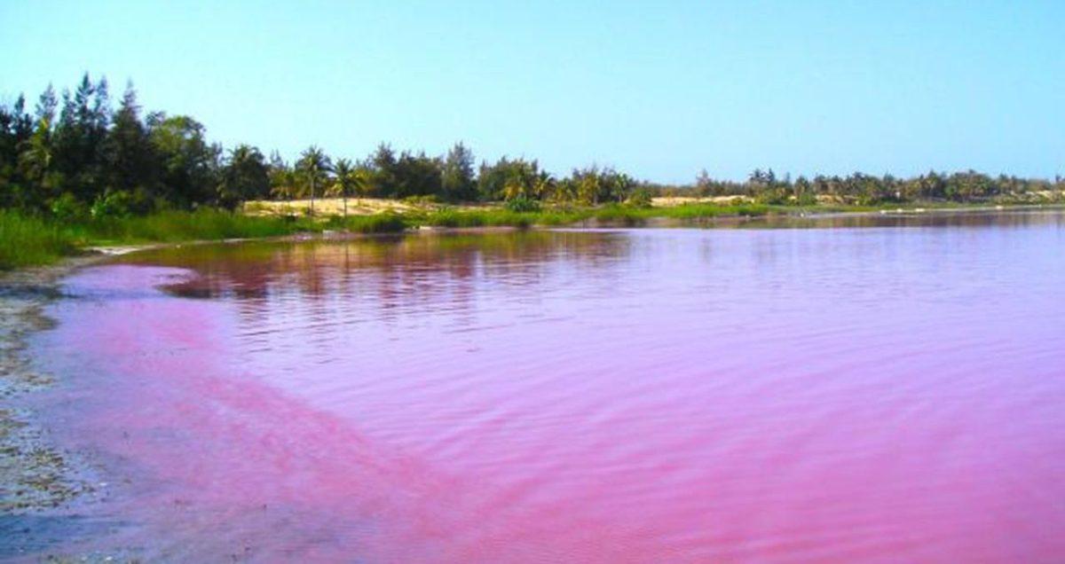 Lake Retba e1512566480102 - Beautiful Lakes You Never Knew About