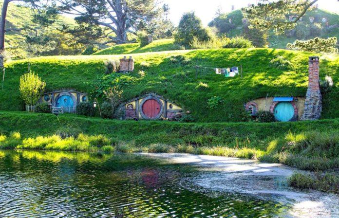Hobbit-Holes-in-Hobbiton