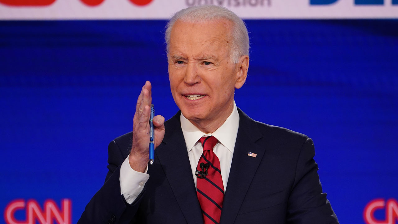 """NNN: L'ancien vice-président des États-Unis et candidat démocrate à la présidence, Joe Biden, a déclaré mardi qu'il nommerait son vice-président la semaine prochaine. """"Je vais avoir le choix la première semaine d'août et je promets que je vous ferai savoir quand je le ferai"""", a déclaré Biden aux journalistes après un discours à Wilmington, Delaware. […]"""