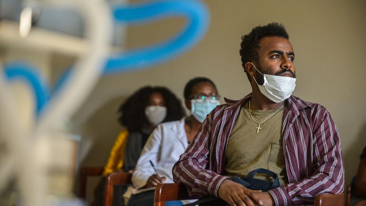 NNN: Les cas confirmés de COVID-19 en Éthiopie ont atteint 17530 après la confirmation de 915 nouveaux cas positifs au COVID-19 vendredi, a déclaré le ministère éthiopien de la Santé. Il s'agit à ce jour de l'augmentation quotidienne la plus élevée dans le pays de la Corne de l'Afrique. Le ministère éthiopien de la Santé, […]