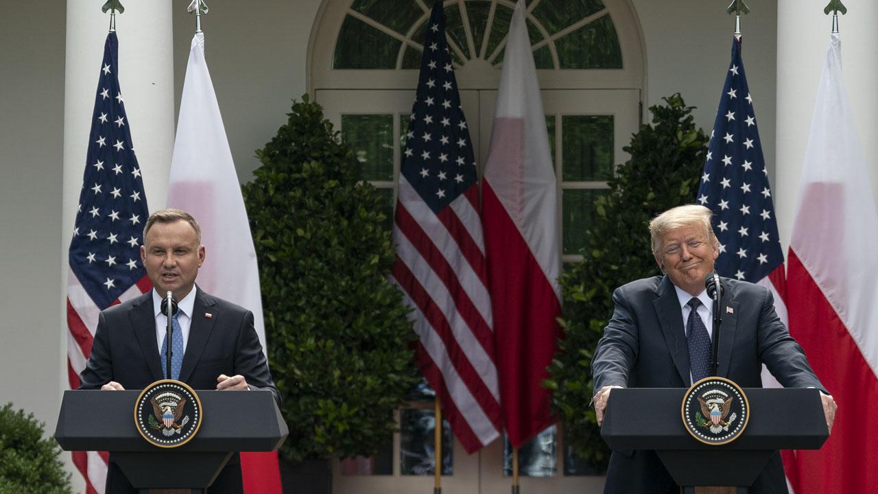 NNN: أعلن البيت الأبيض يوم الأربعاء أنه سيسحب ما يقرب من 11900 جندي أمريكي من ألمانيا ، في عملية إعادة تنظيم شاملة للقوات جلبت إدانة من كلا الحزبين في كونغرس الولايات المتحدة ، وكذلك من الحلفاء الأوروبيين. أثار الانسحاب القلق بين مشرعي الولايات المتحدة الذين يؤكدون أن القوات ليست موجودة لحماية ألمانيا ، بل لتوفير […]