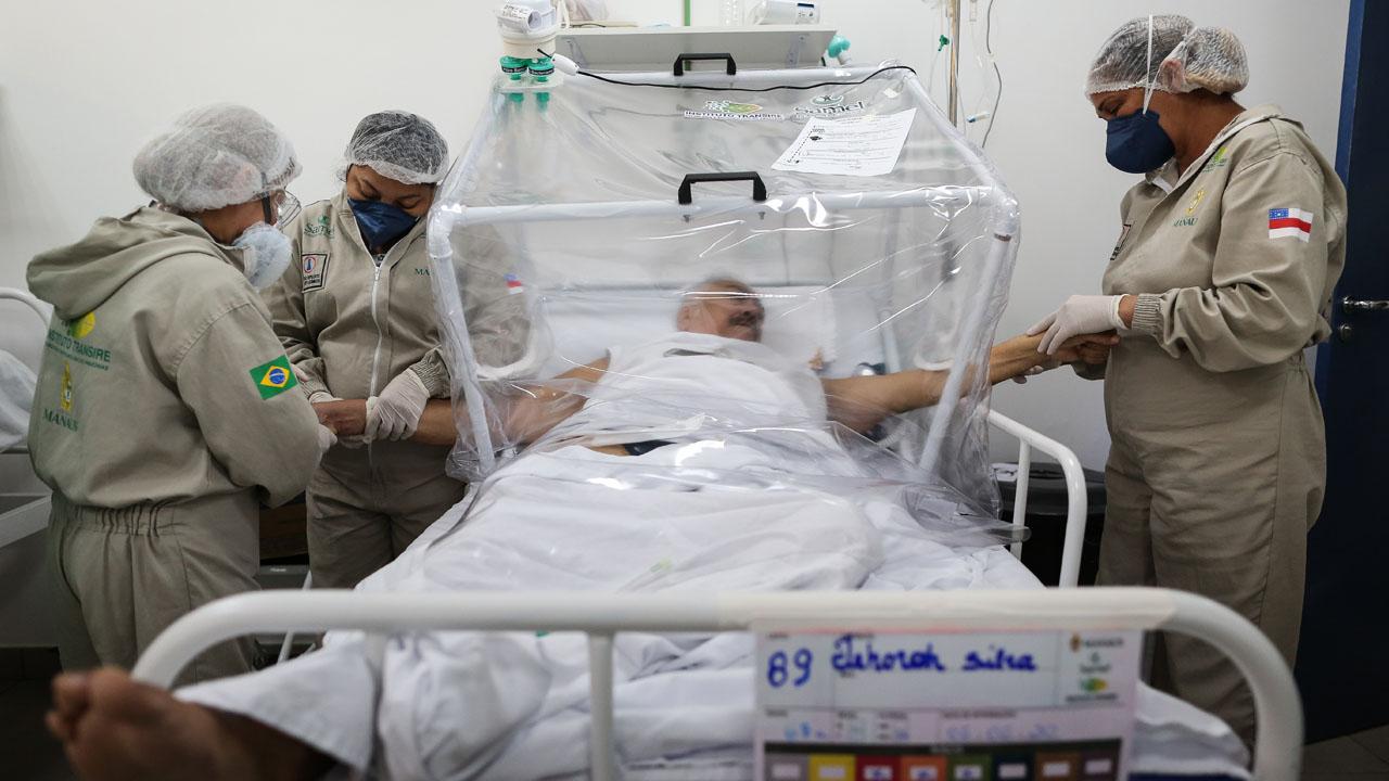 NNN: Во вторник в Бразилии зарегистрировано 921 новых случаев смерти от COVID-19 за последние 24 часа, в результате чего число погибших в стране достигло 88 539 человек. Между тем, по данным министерства здравоохранения, в ходе испытаний было выявлено 40 816 новых инфекций, а общее количество заболевших возросло до 2 483 191. Бразилия является одной из […]