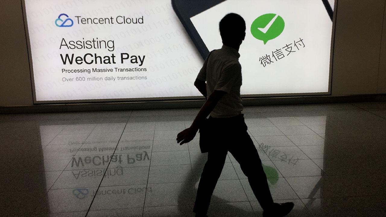 NNN: El presidente de los Estados Unidos, Donald Trump, reveló prohibiciones a las transacciones estadounidenses con los propietarios de la aplicación de mensajería WeChat y la aplicación para compartir videos TikTok, con sede en China. El informe llega un día después de que el asesor económico de la Casa Blanca, Larry Kudlow, dijera que el […]
