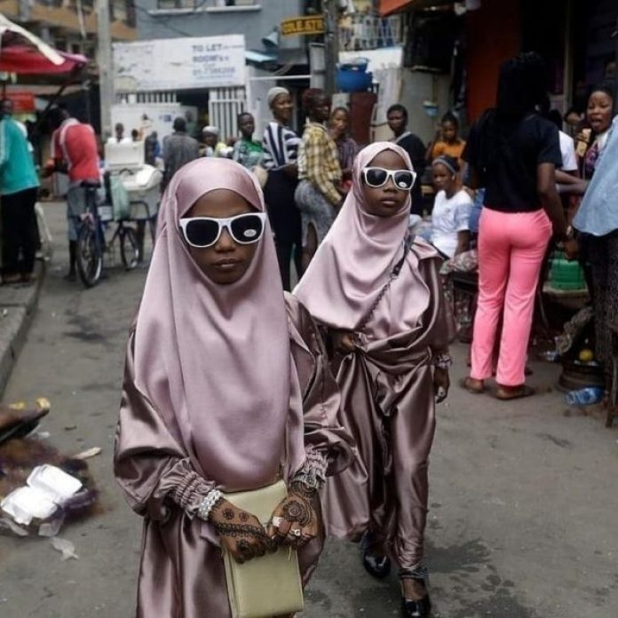 Sunday Alambas viral portrait of muslim girls in the market. Photo Instagram salambaphoto