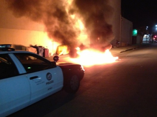 Los Angeles: Officer Rescues Woman from Burning Tent