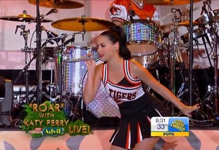 Katy Perry Performs Live at Lakewood High School to Roars of Approval (Video)