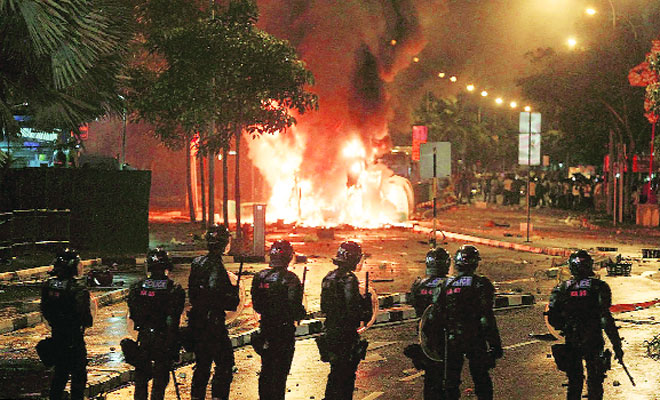 Singapore Riot Caused by 400 Drunkards?