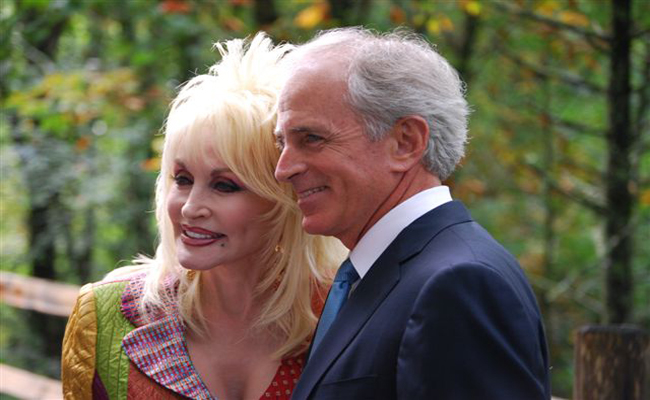 Dolly Parton Renews Marriage Vows on May 30th