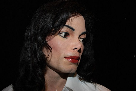 Michael Jackson Became a White Woman Before Bruce Jenner, Was He a Hero?
