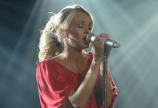 Carrie Underwood Saves Her Baby in Mommy Moment