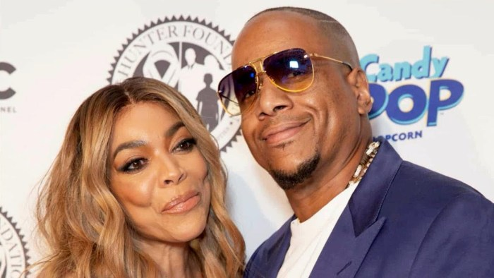 Wendy Williams Takes Her Wedding Ring Off of Her Finger