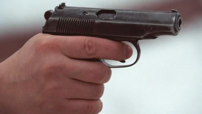 pistolet_v_ruke