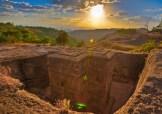 Foto do pôr do sol na Igreja de São Jorge. A principal construção das Igrejas de Pedra de Lalibela, Etiópia.