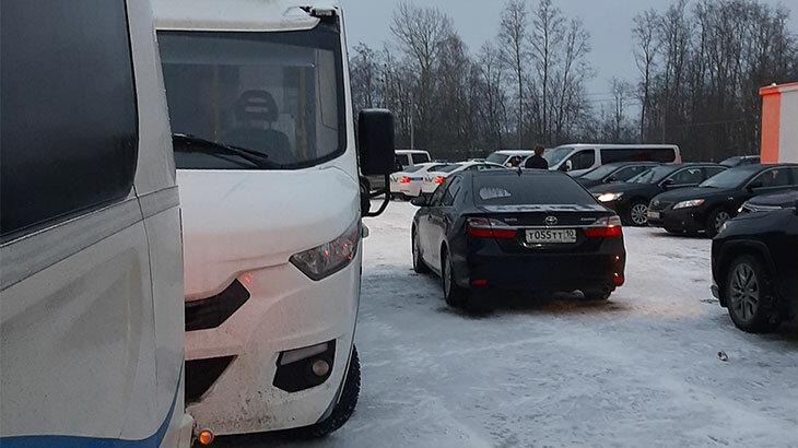 """Забитая паркова в аэропорту. Фото: блог """"Записки землян"""""""