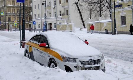 такси во время снегопада
