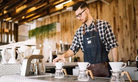 бариста в кофейне, кофе, сбербанк, бизнес, эквайринг