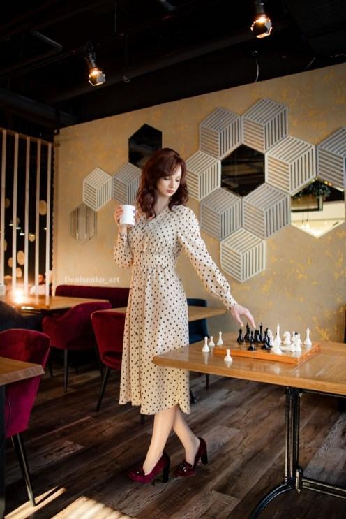 девушка с кружкой кофе, шахматы, турнир, петрозаводск, ход королевы, ресторан винегрет