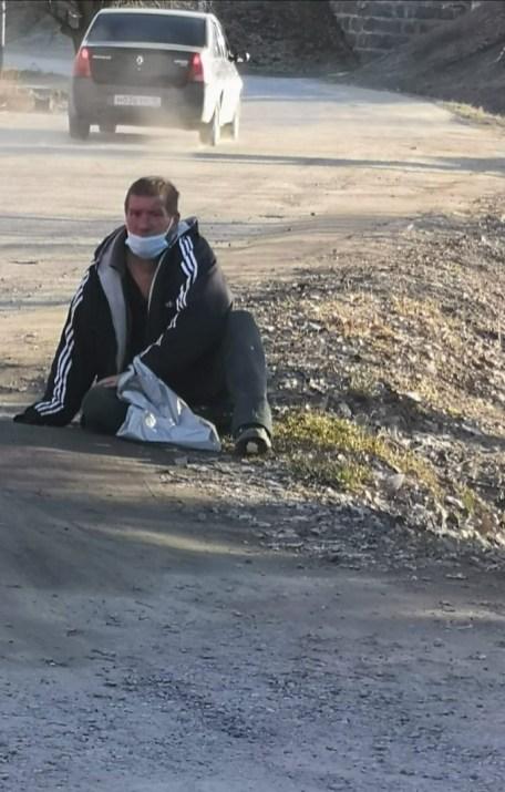 жители карельского поселка призывают власти помочь бездомному инвалиду