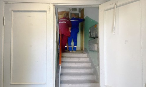 """""""Уходи! Я убью тебя"""": в Петрозаводске несколько лет инвалид заперт в квартире"""