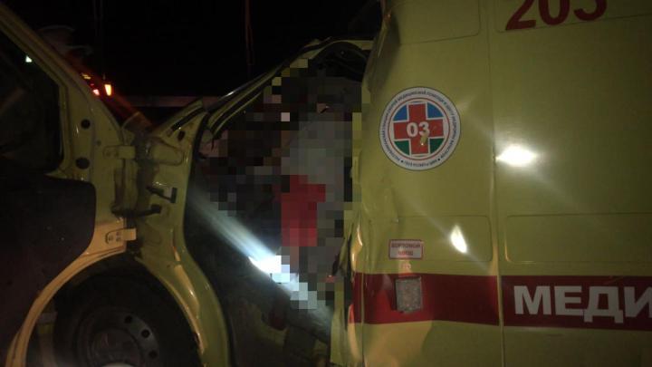 водитель и фельдшер скорой погибли