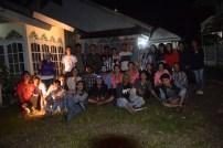 Foto bersama partisipan dan warga