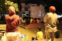 Penayangan filem oleh Komunitas Gubuak Kopi bersama Sarueh di RTH Kota Solok, dalam rangkaian kegiatan AKU KITA DAN KOTA, 22 April 2012
