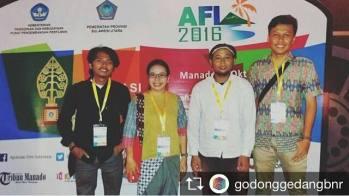 Para peraih nominasi Apresiasi Komunitas, pada acara malam anugerah Apresiasi Film Indonesia 2016 di Manado. (kiri ke kanan: Albert Rahman Putra, Yuli SCS, Puput Juang Kedung, Dama Gedong Gedang)
