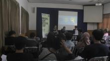 Suasana diskusi umum Sinema: Roda dan Gerakan di Student Center UMM (Kiri ke kanan: Ramadhani Fauzi, Delva Rahman, Baruna Ary P)