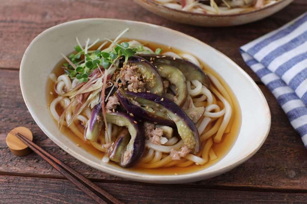 【掲載】冷凍うどんと夏野菜で!簡単おいしい「冷やしぶっかけうどん」(ESSE)