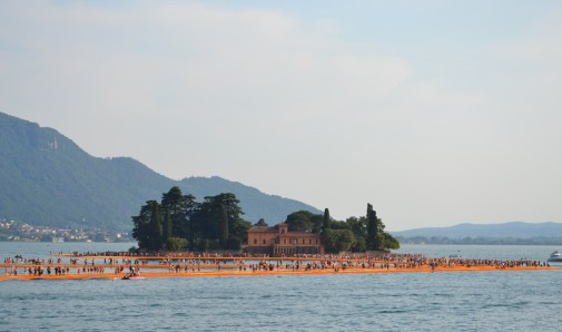 the-floating-piers-christo-32