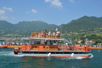 the-floating-piers-christo-4