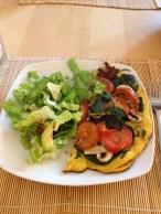 """""""Ligner lidt en omelet"""" med let salat"""
