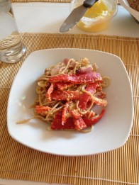 Spaghetti med rød peberfrugtsauce