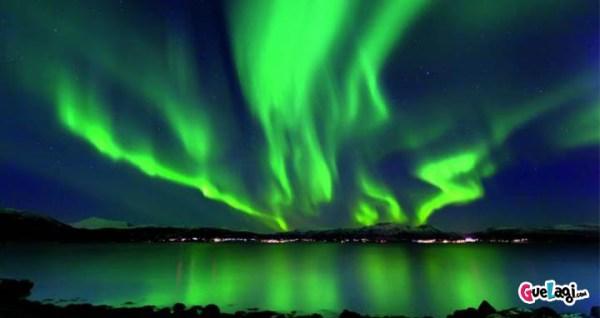 fenomena aurora